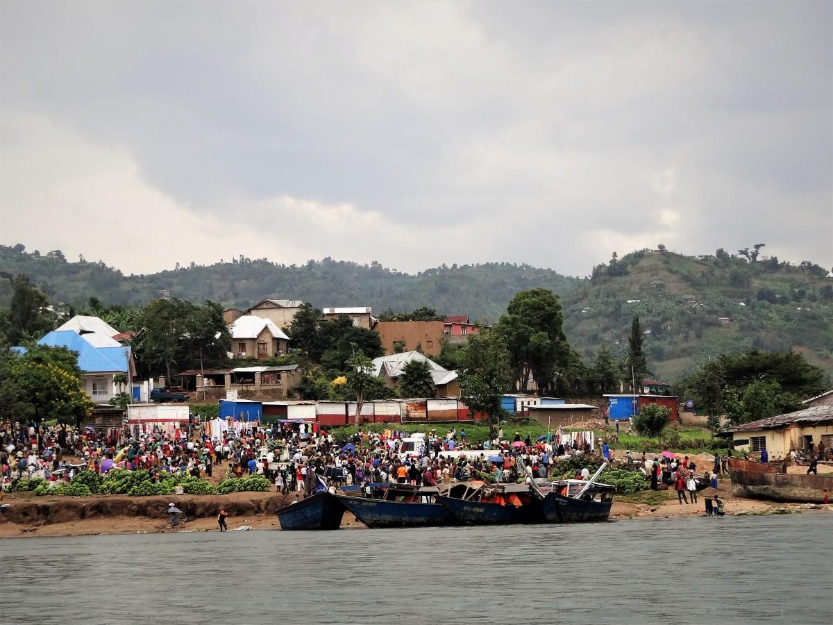 Zdjęcia: Jezioro Kivu, Część zachodnia , Targ rybny, RUANDA