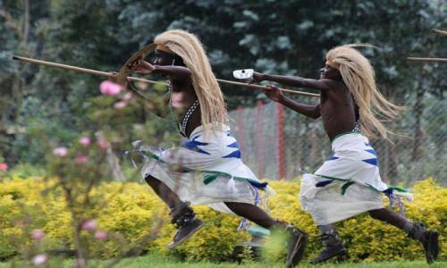 Zdjecie RUANDA / Rwanda / Rwanda / W tańcu