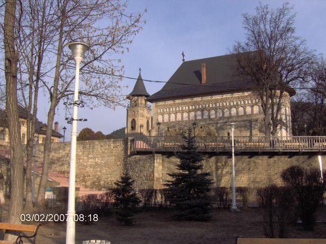 Zdjęcia: Piatra Neamt, Mołdawia-Karpaty, ZABYTKOWE CENTRUM Z CERKWIA I DZWONNICA Z 1499r., RUMUNIA
