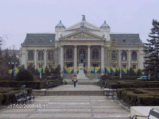Zdjęcia: Jassy, Mołdawia-Karpaty, budynek OPERY  chyba w remoncie..., RUMUNIA