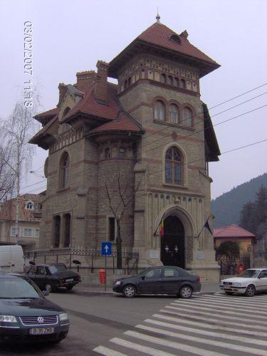 Zdj�cia: Piatra Neamt, Mo�dawia, DWOREK RUMU�SKI-Stylowy rumu�ski budynek, RUMUNIA