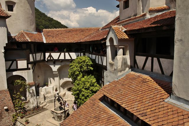 Zdjęcia: Bran, Transylwania, Zamek Bran - dziedziniec, RUMUNIA