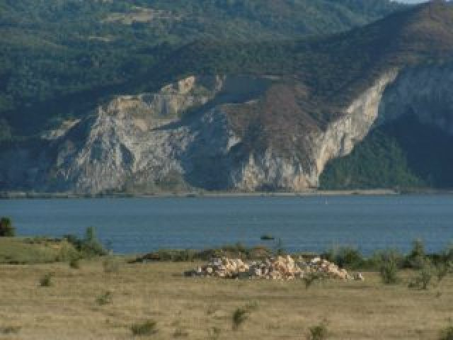 Zdj�cia: Moldova Neu, Prze�om Dunaju, Serbski brzeg w z�otych kolorach S�o�ca, RUMUNIA