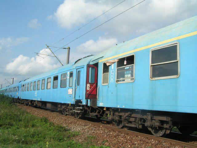 Zdjęcia: Craiova, Munteania, Pędzący rumuński pociąg, RUMUNIA