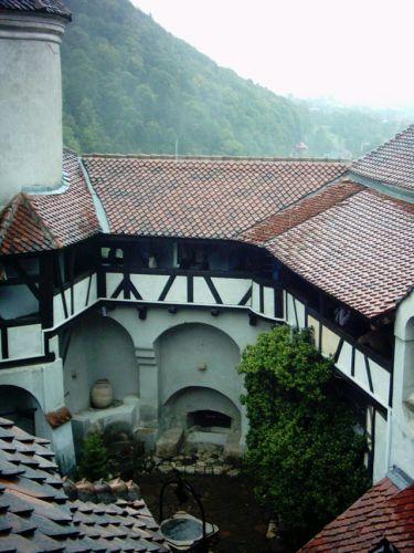 Zdjęcia: Bran, Karpaty Południowe, Dziedziniec zamku Bran, RUMUNIA