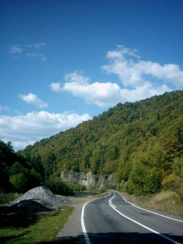 Zdjęcia: Góry Calimani, Karpaty Wschodnie, Droga wije się doliną, RUMUNIA