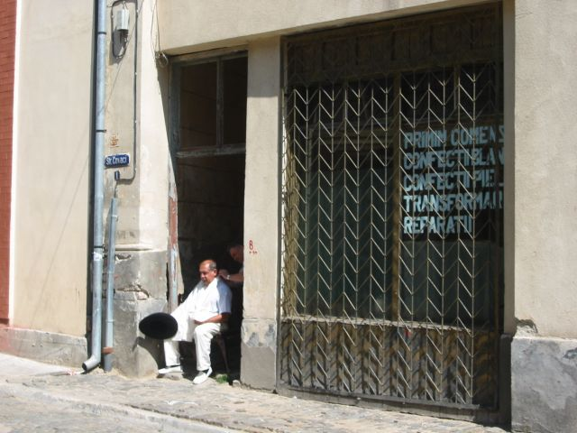 Zdjęcia: Bukareszt, a może do fryzjera...?, RUMUNIA