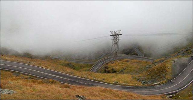 Zdjęcia: Transylwania, transylwania, kręta górska droga, RUMUNIA