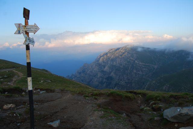 Zdjęcia: Góry BUCEGI, Transylwania, Drogowskaz, RUMUNIA