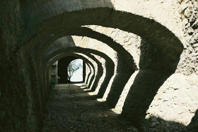 Zdj�cia: mi�dzymurze w Biertan, Siedmiogr�d, pod �ukami, RUMUNIA