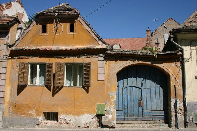 Zdjęcia: mała uliczka w centrum miasta, Sibiu, Pastelowe ulice, RUMUNIA