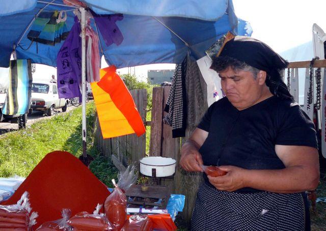 Zdjęcia: targ, Calinesti, Malutkie ostre paczuszki, RUMUNIA