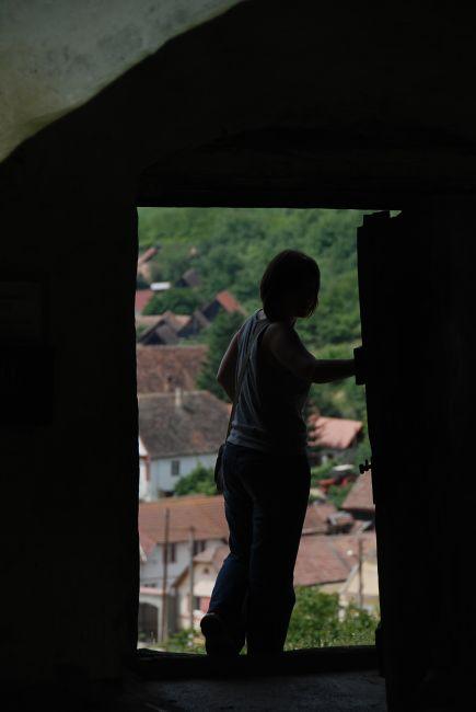 Zdjęcia: Slimnic - kościół warowny, Transylwania, przez drzwi, RUMUNIA