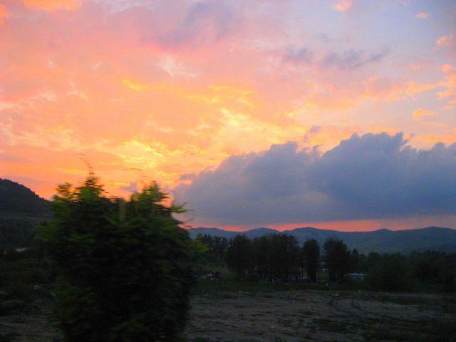 Zdjęcia: Transylwania, Transylwania, zachód słońca z okna autokaru, RUMUNIA