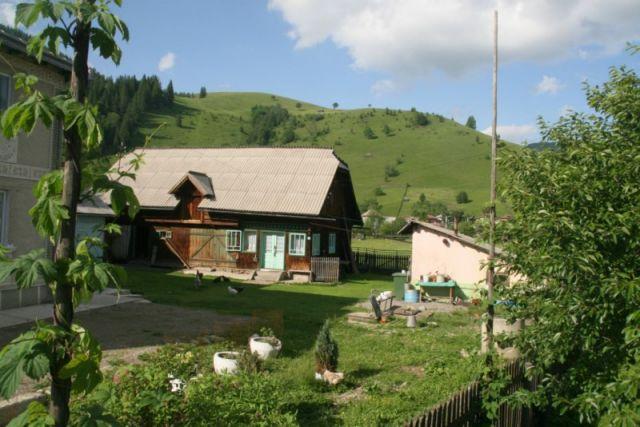 Zdjęcia: koło Baia Mare, Bukowina, typowe górskie gospodarstwo, RUMUNIA