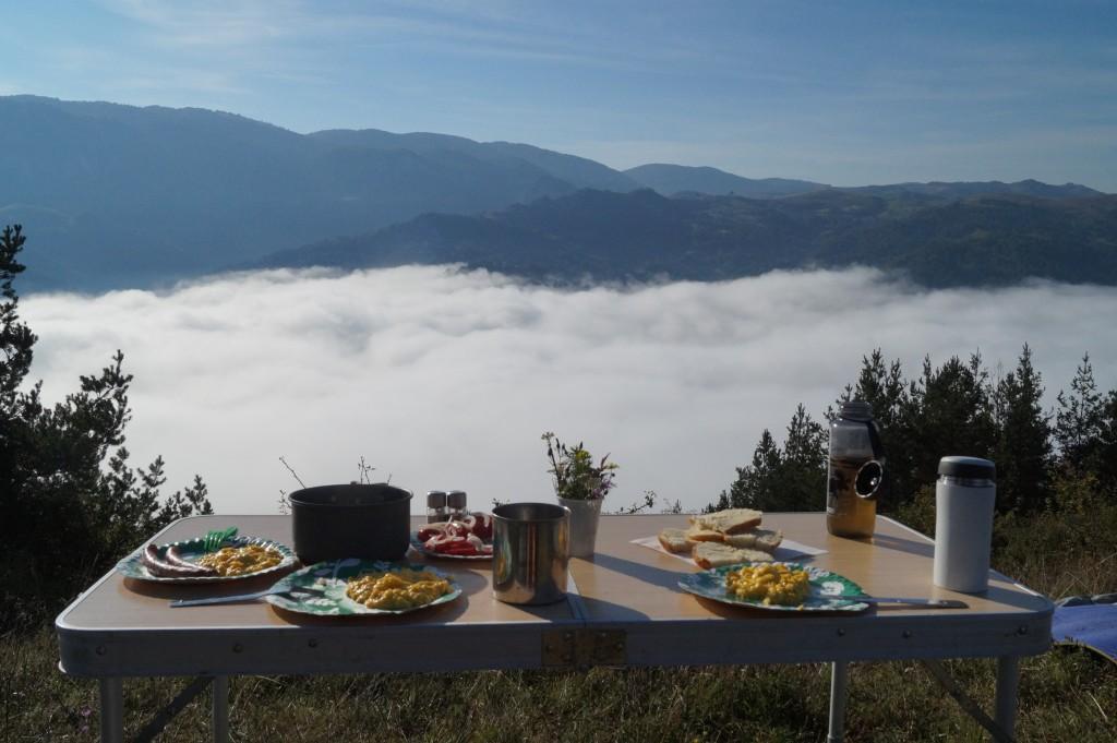 Zdjęcia: nad dolinami, centralna, sniadanie mistrzów :), RUMUNIA