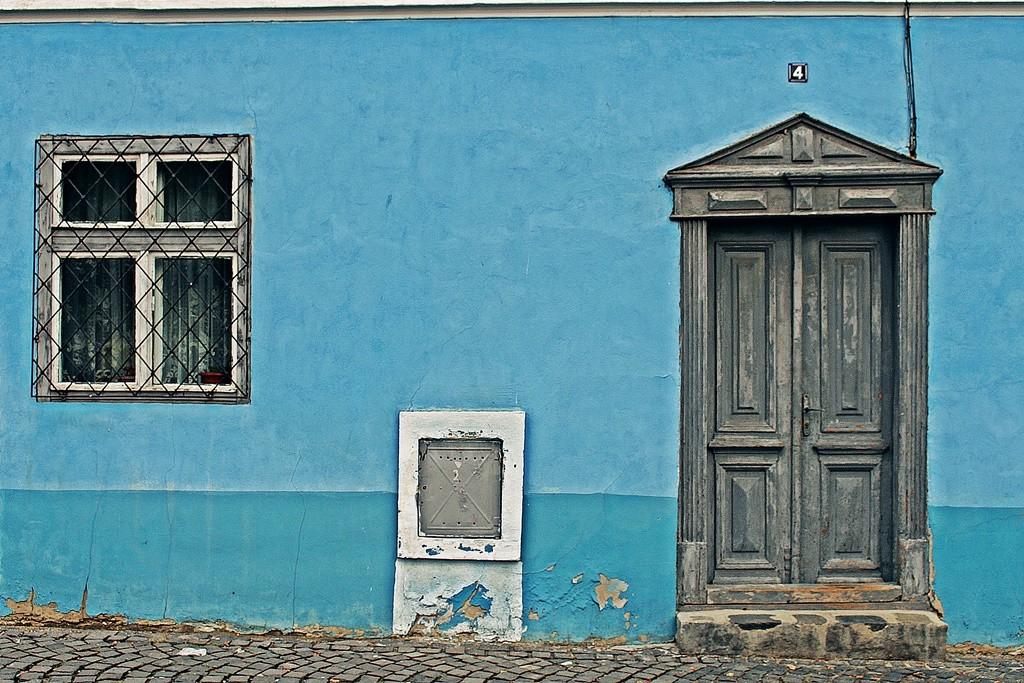 Zdjęcia: Sybin, Siedmiogród, Okno i drzwi czyli rysunek malucha, RUMUNIA