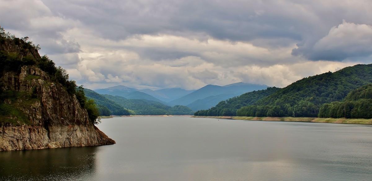 Zdjęcia: Góry Fogaraskie, Wołoszczyzna, Jezioro Vidraru, RUMUNIA
