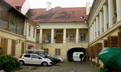 RUMUNIA / Transylwania / Sybin / Podwórka w Sybinie