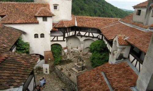 Zdjęcie RUMUNIA / Transylwania / Bran / Dziedziniec Zamku Bran