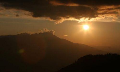 RUMUNIA / Bukowina / Maramuresz / Góry / Słońce w chmurach