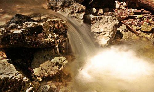 RUMUNIA / Transylwania / wąwóz Turda / wodospad w skali micro...