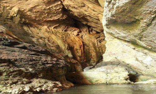 Zdjecie RUMUNIA / Transylwania / Sura Mare / Wejście do jaskini Sura Mare