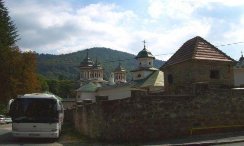 Zdjęcie RUMUNIA / Transylwania / Sinaia / obok cerkwi
