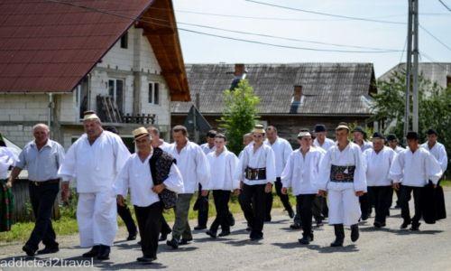 RUMUNIA / Maramuresz / okolice Certeze / niedzielna procesja