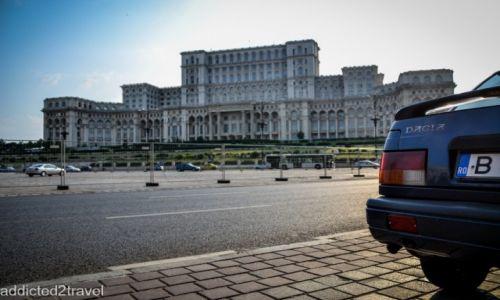 RUMUNIA / Bukareszt / Bukareszt / Wielkomiejska atmosfera - budynek parlementu