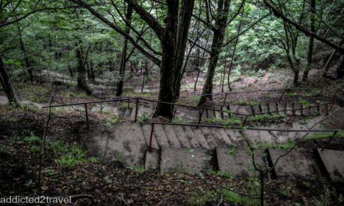 RUMUNIA / Transylwania / Poenari  / Schody prowadzące do prawdziwego zamku Drakuli