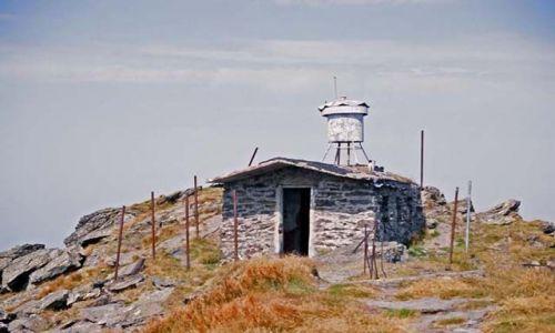 RUMUNIA / Góry Rodniańskie / VF. Pietrosu / Schron na VF. Pietrosu (2303m.n.p.m.)