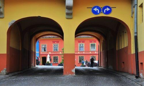 Zdjęcie RUMUNIA / środkowa Rumunia / Sigishoara / Ty na lewo, ty na prawo...