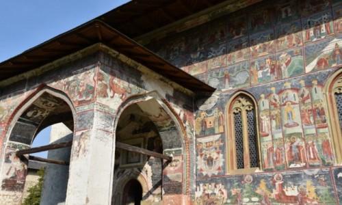 RUMUNIA / Bukowina  / Suczewica / Malowid�a na zewn�trz cerkwi