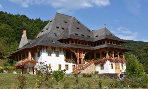 RUMUNIA / Maramuresz / Barsana, Dolina Izy / Budynek w kompleksie klasztornym w Barsanie