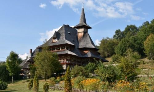 Zdj�cie RUMUNIA / Maramuresz / Barsana, Dolina Izy / Budynek w kompleksie klasztornym w Barsanie