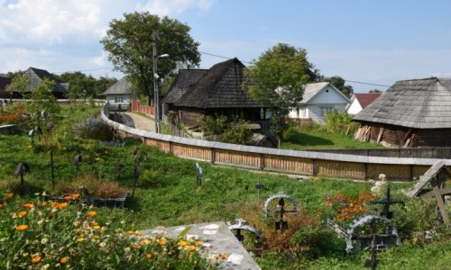 RUMUNIA / Maramuresz / Budesti / Widok na wieś od strony cerkwi