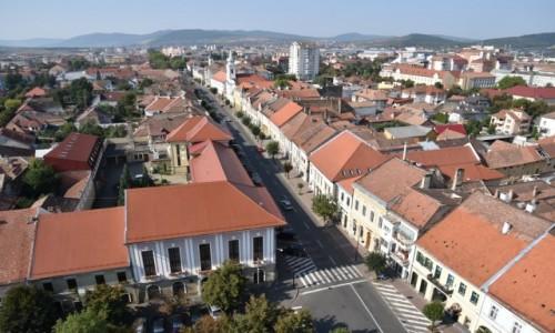 RUMUNIA / Maramuresz / Rynek Starego miasta w Bystrzycy / Widok na Bystrzyc� z wie�y ko�cio�a