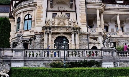 Zdjęcie RUMUNIA / Wołoszczyzna / Sinaia / Pałac Peleş-lew pręży się do skoku