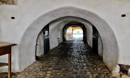 RUMUNIA / Siedmiogród / Harman / Kościół warowny z XIII wieku