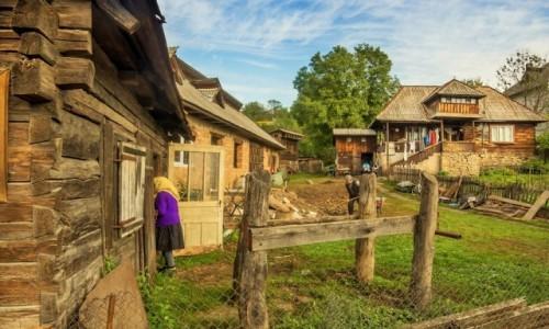 Zdjecie RUMUNIA / Marmaresz / Desesti / wiejski obrazek
