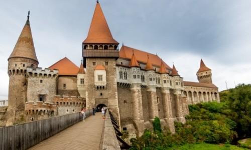 RUMUNIA / Siedmiogród / Hunedoara / Zamek w Hunedoarze - najpiękniejszy gród Rumunii