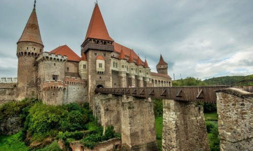 RUMUNIA / Transylwania / Hunedoara / Zamek w Hunedoarze