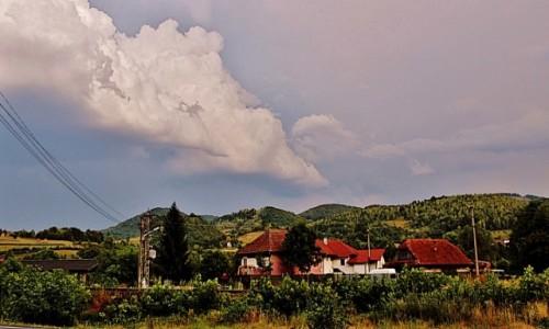 Zdjecie RUMUNIA / Siedmiogród / Ciucea / Przed burzą