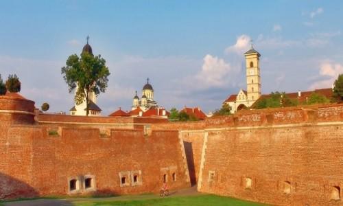 Zdjecie RUMUNIA / Siedmiogród / Alba Iulia / Za murami twierdzy