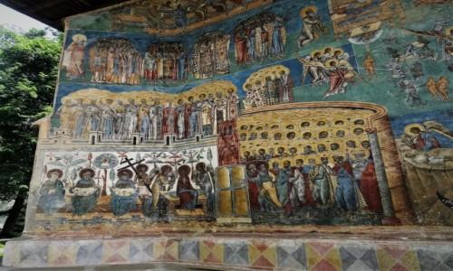 RUMUNIA / Bukowina / Monastyr Voronet / W kolejce do Wrót Raju
