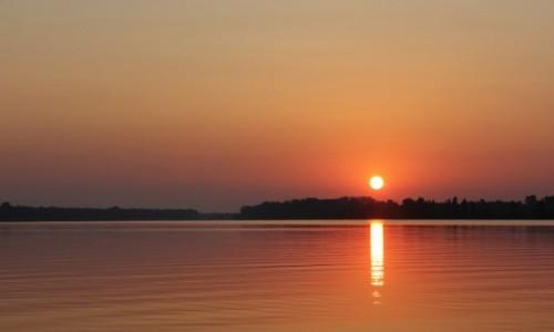 Zdjecie RUMUNIA / Delta Dunaju / - / Wschód słońca nad Dunajem