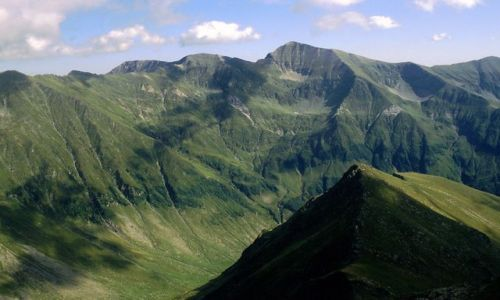 Zdjęcie RUMUNIA / Karpaty Południowe, Transylwania / Góry Fogaraskie, okolice przełęczy Zarnei / Góry z papier mache