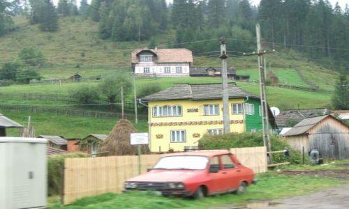 Zdjecie RUMUNIA / Bukowina / Góry Maramuresz / Wieś w Rumunii