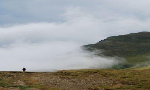 Zdjecie RUMUNIA / Transylwania / Góry BUCEGI / Człowiek z chmur